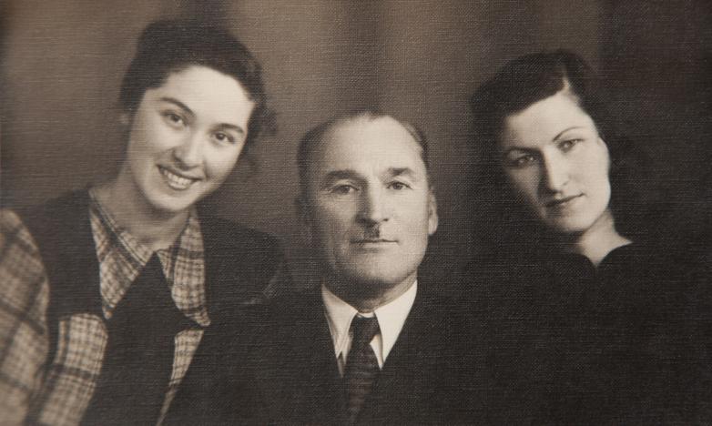 Константин Шакрыл с племянницами Тамарой и Екатериной Шакрыл, Москва, февраль 1951 года