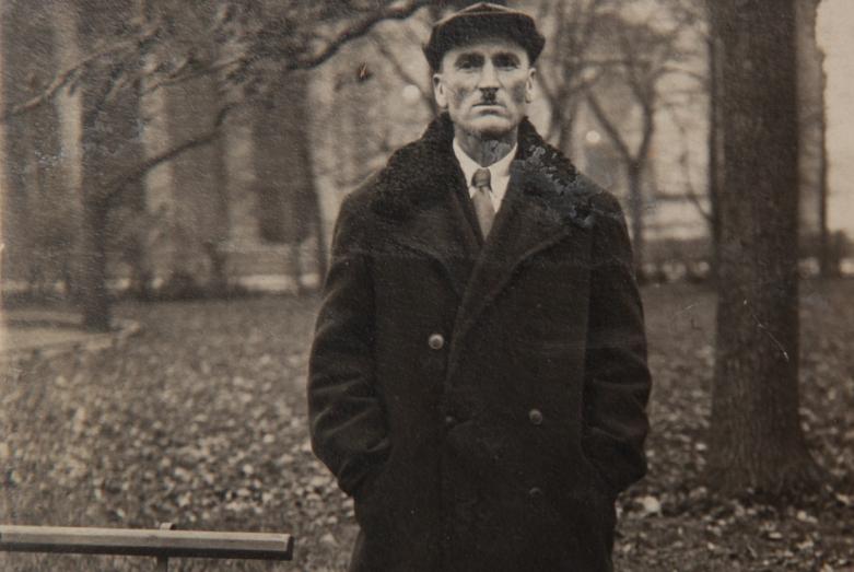 كونستانتين شاكريل في رحلة عمل، لينينغراد، 1939