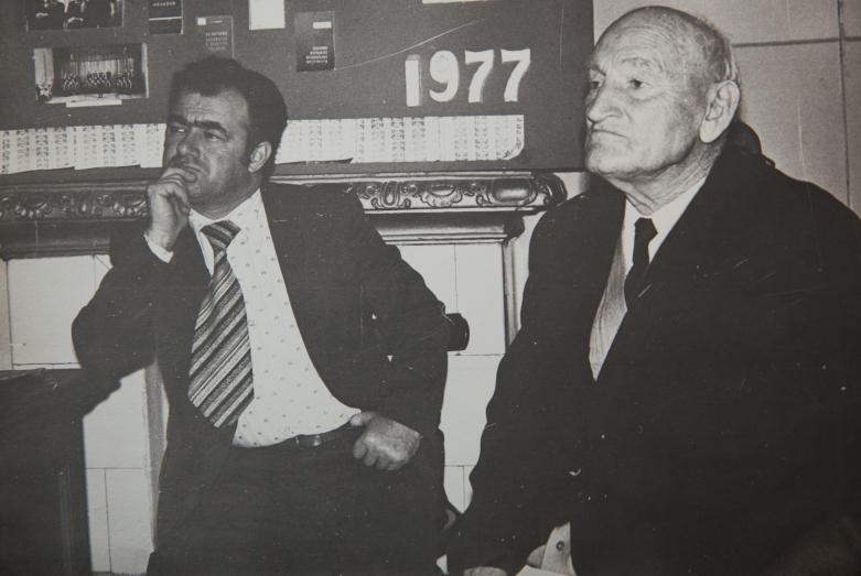 يوري أرغون وقنسطنطين شاكريل في الجلسة العلمية للمعهد الأبخازي للغات والأدب والتاريخ، 1980