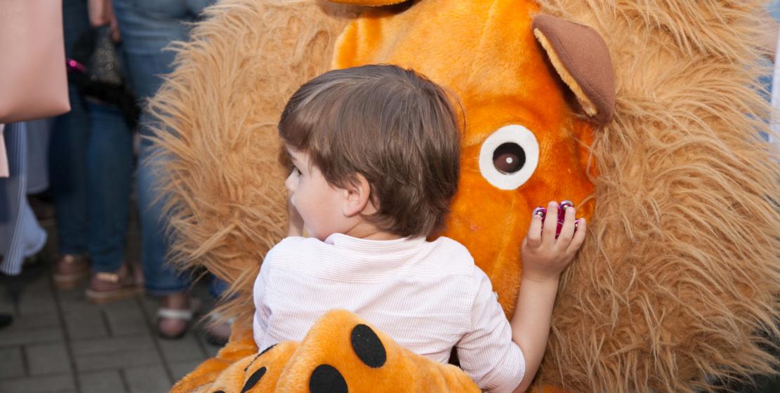 У детей была возможность обнять любимых героев мультфильмов.