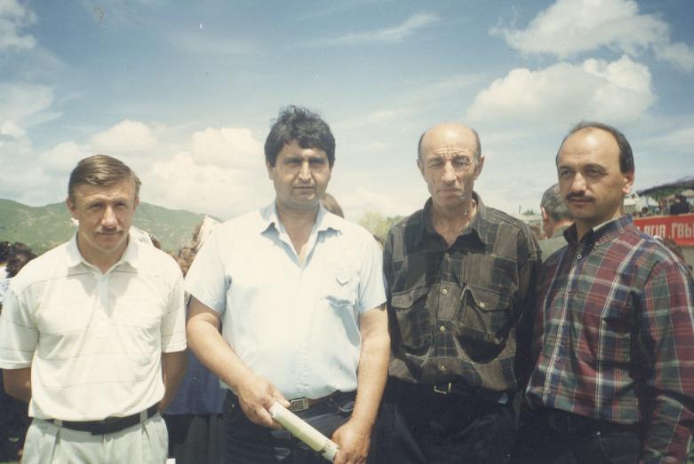 На фото слева направо: водители Александр Сидоров и Владимир Давыдов, журналисты Хадиль Натхов и Георгий Чекалов на праздновании юбилея села Красный Восток