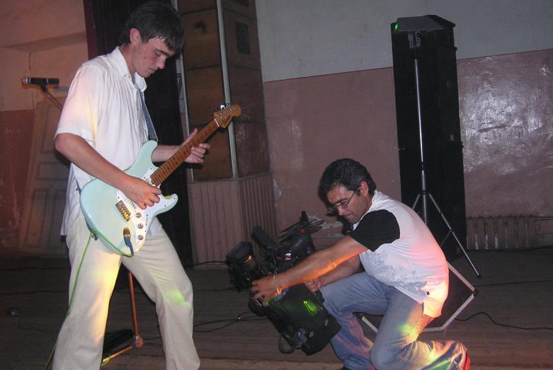 Телеоператор Мехак Аракелян на съемках концерта группы «Абазги»