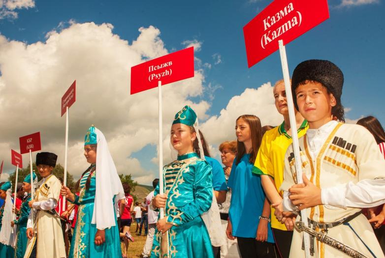 Более 300 участников из разных стран мира, в которых проживают представители абхазо-абазинского этноса, боролись за главный кубок национальных игр.
