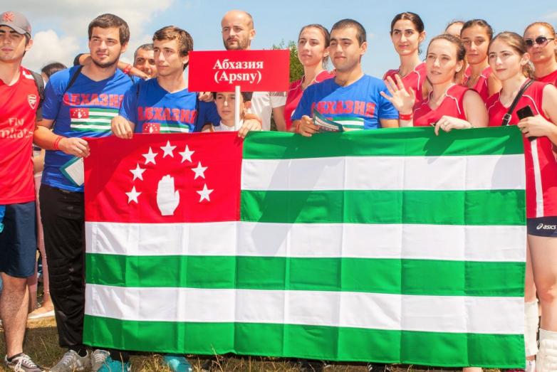 По доброй традиции в национальных играх принимает участие сборная команда из Абхазии, которая в этом году была заявлена во всех видах спорта.