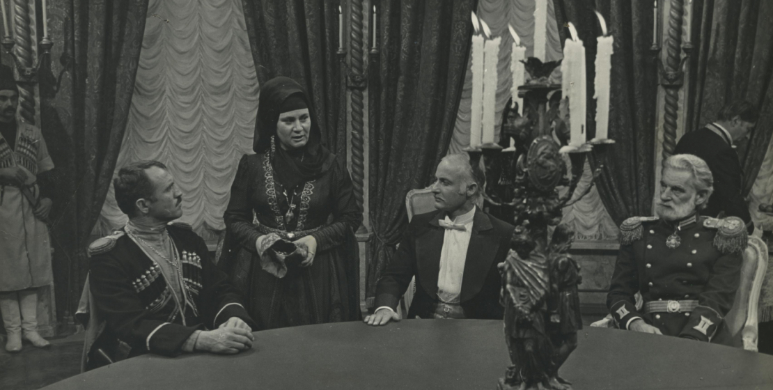 Фильм «Белый башлык» режиссера Владимира Соловьева. На фото слева направо: Нурбей Камкиа, Этери Когония, Рушни Джопуа, 1974 год