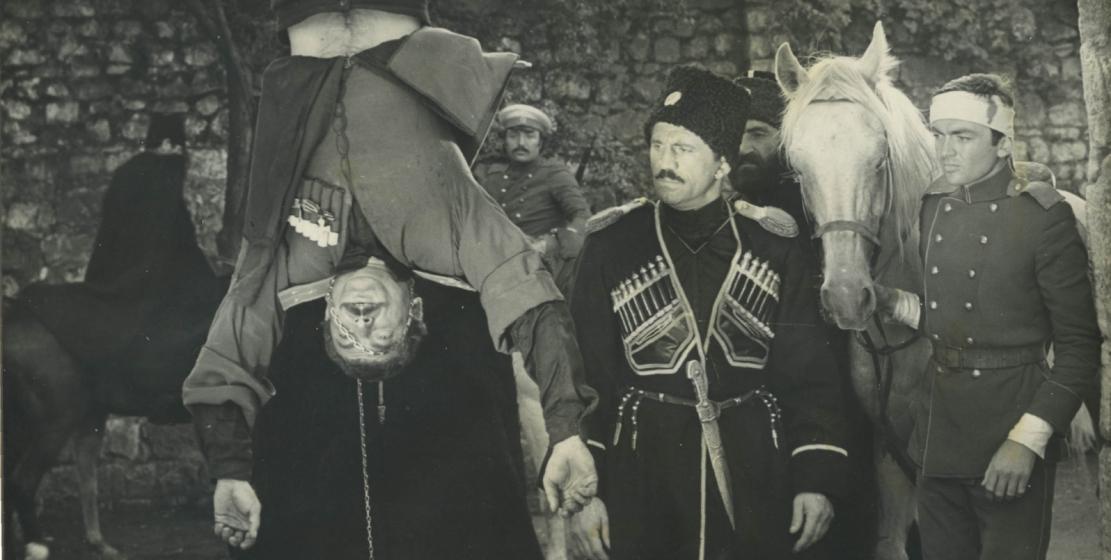Кадр из фильма «Белый башлык» режиссера Владимир Соловьева, 1974 год. На фото слева направо: Сергей Габния, Нурбей Камкиа
