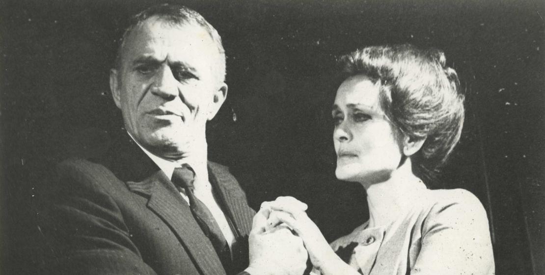 Сцена из спектакля Валерия Кове «Берег» по пьесе Юрия Бондарева. На фото: Нурбей Камкиа и Виолетта Маан, 1985 год