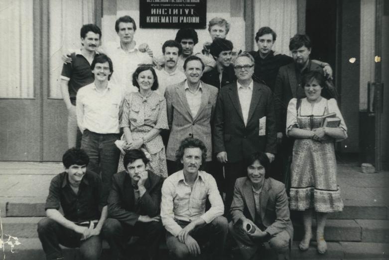 Аслан Камкиа первый слева в первом ряду с коллегами из ВГиКа
