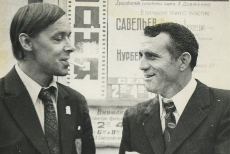Нурбей Камкиа и режиссер фильма «Белый башлык» Владимир Соловьев на премьере, Москва, 1974 год
