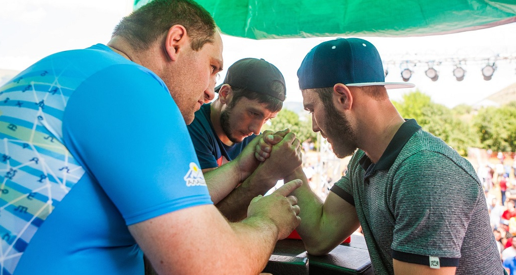 The strongest ones took part in the arm wrestling. There were many persons interested in trying their hands at this sport.