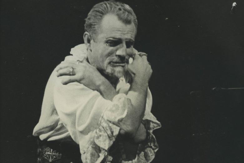 Нурбей Камкиа в роли Филиппа II в спектакле «Дон Карлос» по пьесе Фридриха Шиллера в постановке Нелли Эшба, 1970 год