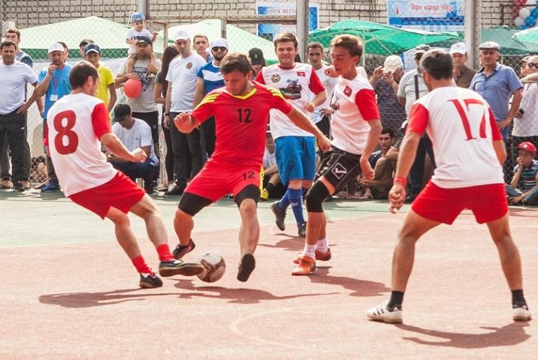 В этом году победу в турнире по футболу одержала команда Инжич-Чукуна . Она получила специально учрежденный кубок имени Тараса Шамба.