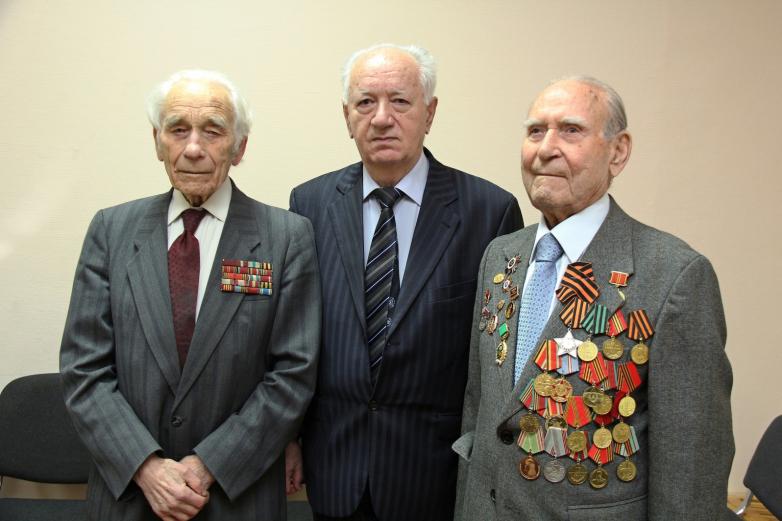 Юрий Агирбов с ветеранами Тимирязевской академии