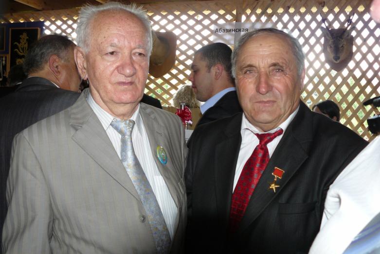 Юрий Агирбов и Герой Социалистического труда Датка Кишаев