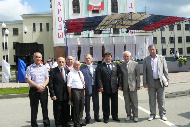 На фото слева направо: Родион Тлябичев, Владимир Курчев, Амир Ионов, Чагбан Ионов, Тарас Шамба, Нурби Чуков, Юрий Агирбов, Мурадин Урчуков
