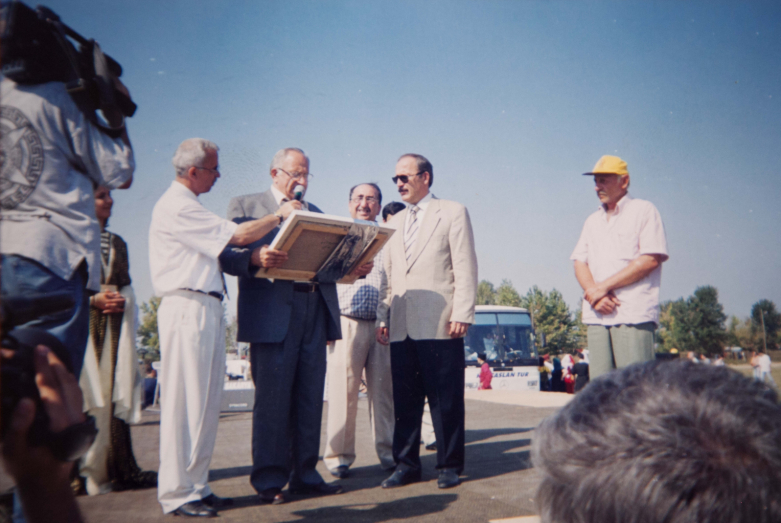 Plenipotentiary Representative of Abkhazia in Turkey, Vladimir Avidzba, presents a picture of the Abkhaz artist to the Minister of Agriculture of Turkey Mustafa Tashar as a sign of gratitude, who spoke in the Mejlis (Turkish parliament) in defense of Abkhazia, Akbalik, 1998-1999