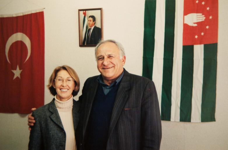 Руководитель абхазского дернека Киамурана Цейба и Владимир Авидзба