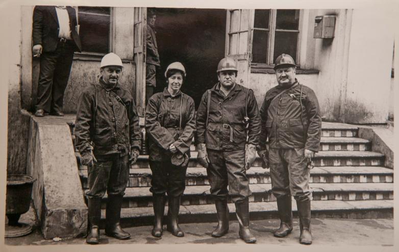 Владимир Авидзба и работники Ткуарчалской шахты (вторая слева Ася Ардзинба), Ткуарчал, 1980-е годы