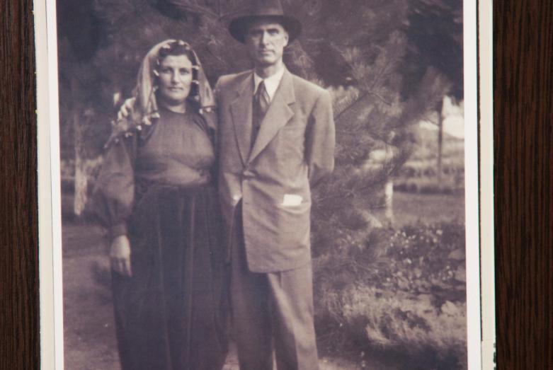 Омар Бейгуаа с мамой, фрагмент экспозиции Музея истории зарубежных абхазов имени Омара Бейгуаа