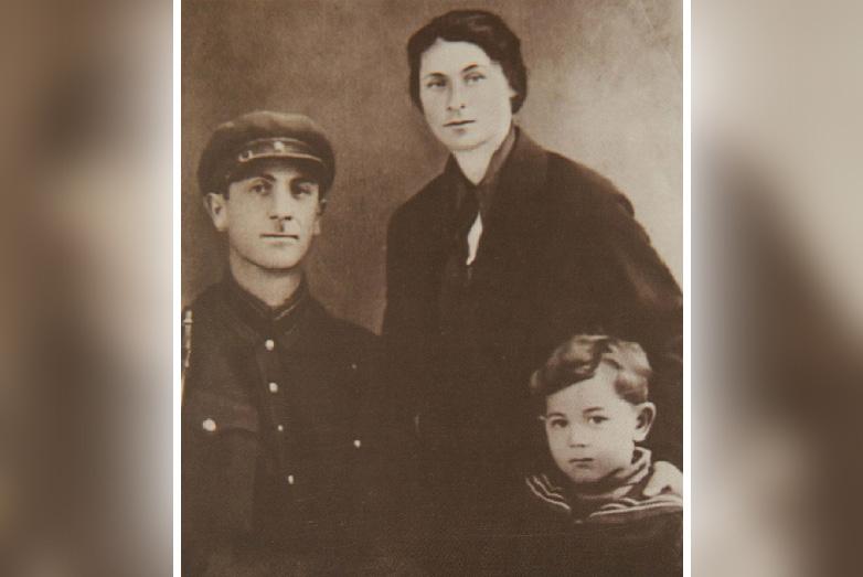 Маленький Борис Адлейба с отцом Виктором Михайловичем Адлейба и матерью Любовью Ивановной Чачба