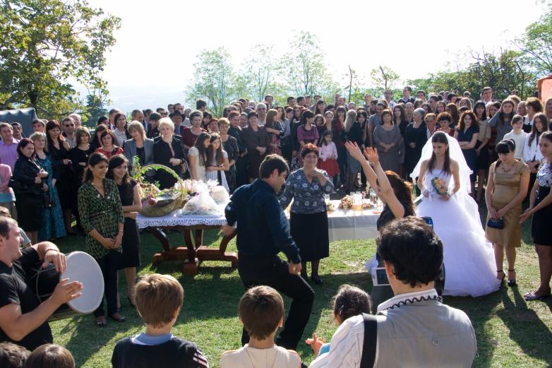 زفاف العروس إلى بيت العريس. عائلة آفيدزبا، بداية الالفية الثانية