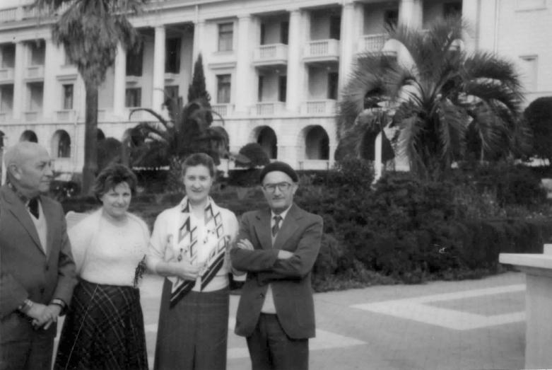 Нури Акаба, Мира Хотелашвили, Марина Эшба и Шалва Инал-Ипа на отдыхе в Сочи, 80-е годы
