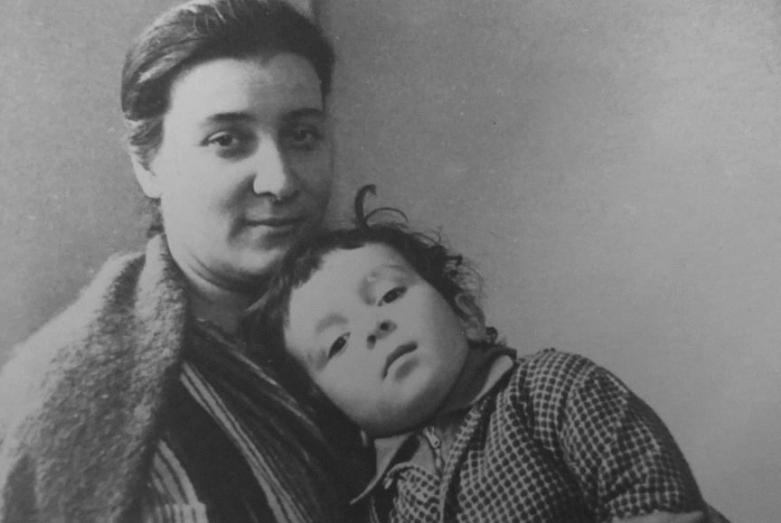 Марина Эшба с сыном Владимиром, 1960-е годы
