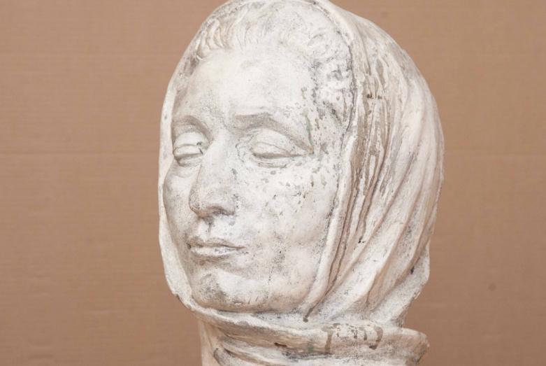 Работа Марины Эшба: портрет Гули Кичба, представлен на персональной выставке Марины Эшба в Сухуме, в ЦВЗ, в 1996 году
