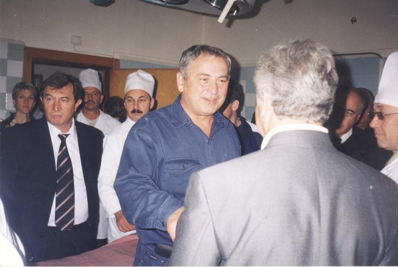 Мухарби Татаршаов в клинической больнице города Беслана с известным хирургом Асхарбеком Кульчиевым