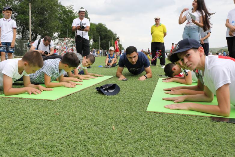 أكثر من 600 شخصا يشاركون في دورة الألعاب الشعبية لشعب الأباظة