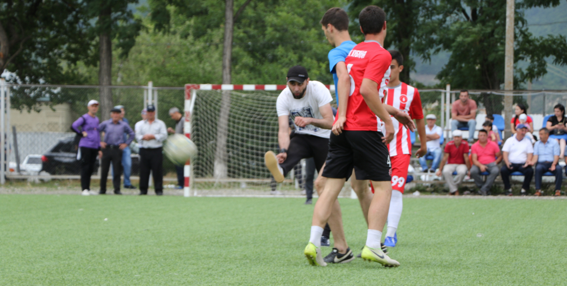 Команды играли и в футбол, который остается одним из наиболее популярных видов спорта игр народа Абаза