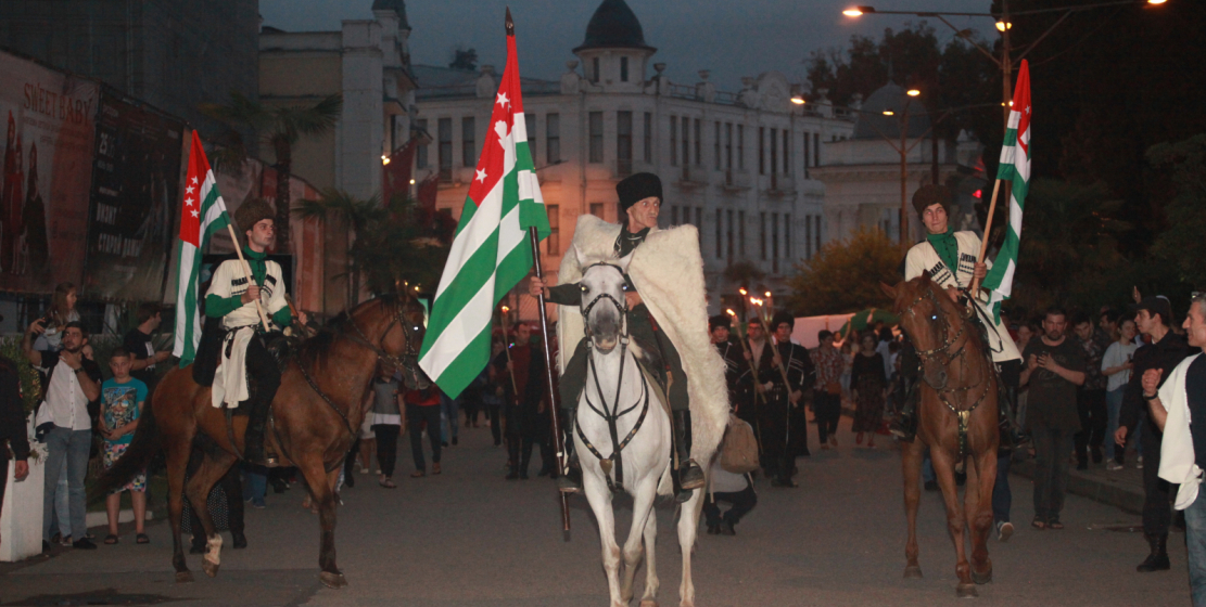 Cavalry accompanying the procession of the people
