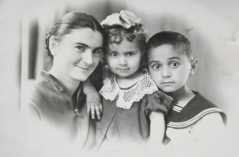 Нелли Тарба, сестра Геннадия Ангелина и Геннадий Аламиа, 1957 год