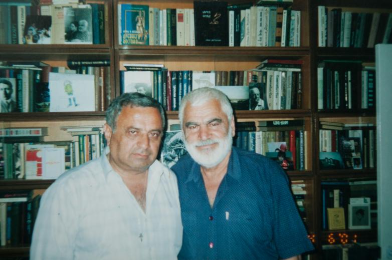 غينادي ألاميا و والشاعر الأرمني يوري سآكيان، يريفان، حزيران، عام 2001