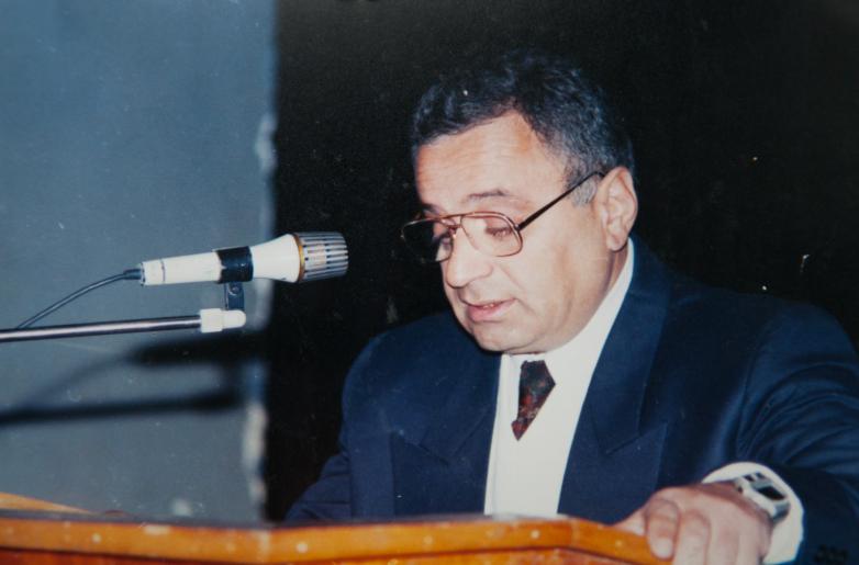 غينادي ألاميا في أحد المؤتمرات للرابطة الدولية للشعب الأبخازي-الابازيني ، تشركيسك
