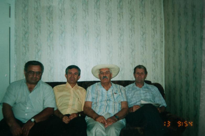 غينادي ألاميا مع الإخوة الأديغة، في الوسط زاير نالويف