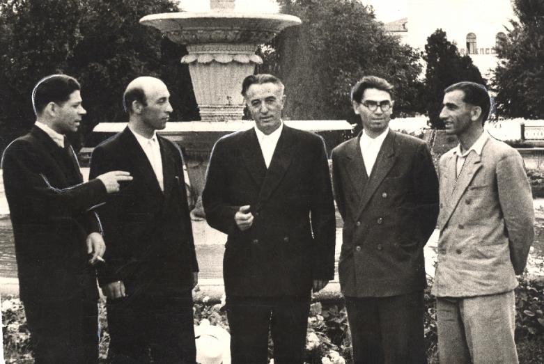 Хамид Жиров (в центре) с абазинскими писателями