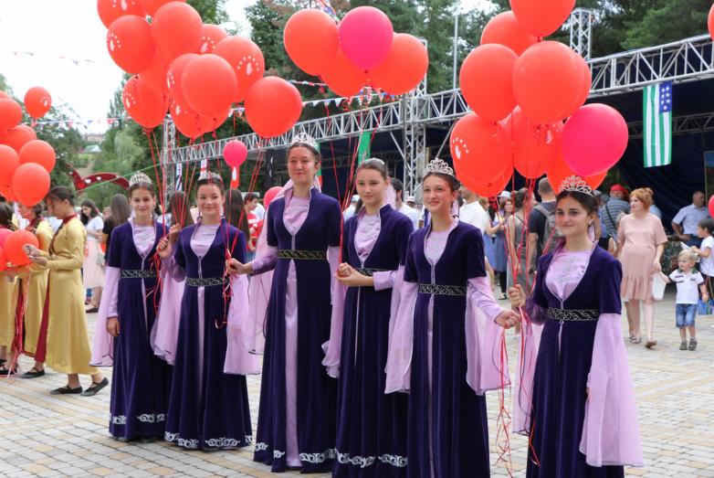 История сквозь века: в КЧР отметили День культуры народа Абаза и День флага Абхазии