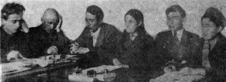Хамид Жиров (третий слева) в редакции абазинской газеты, 1941 год
