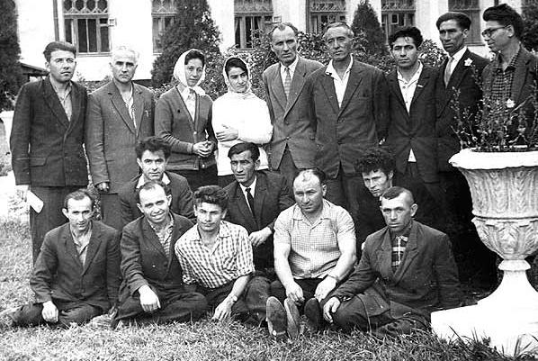 Хамид Жиров с группой писателей