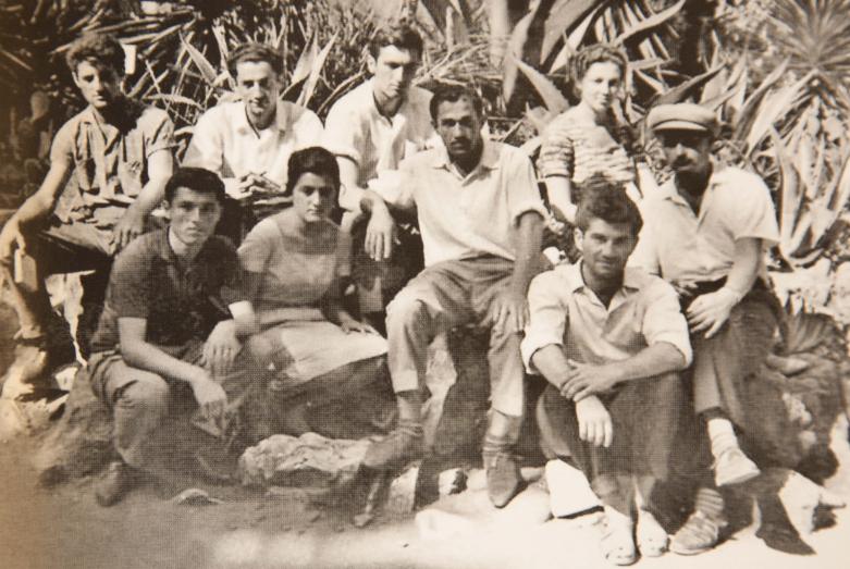 Абхазские студенты московских вузов на летних каникулах в Абхазии, верхний ряд: крайняя в ряду - Светлана Шамба, второй справа Джуба Ашуба; нижний ряд: справа первый - Адольф Шамба, предпоследний – Тарас Шамба