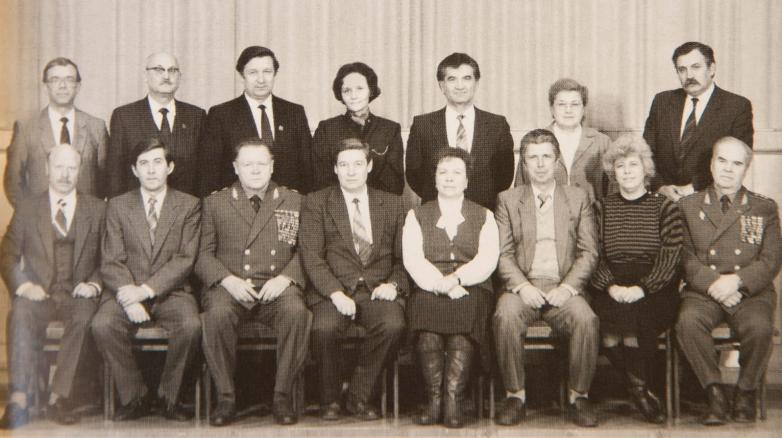 Группа работников ЦК КПСС, выпускников Академии общественных наук, стоит третий справа Тарас Шамба, 1987 год