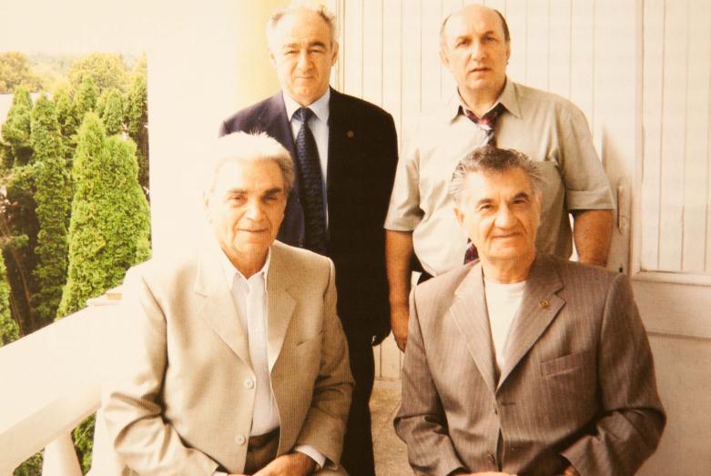 На фото: сидят - Юрий Шанибов и Тарас Шамба, стоят - Юрий Аргун и Денис Чачхалиа