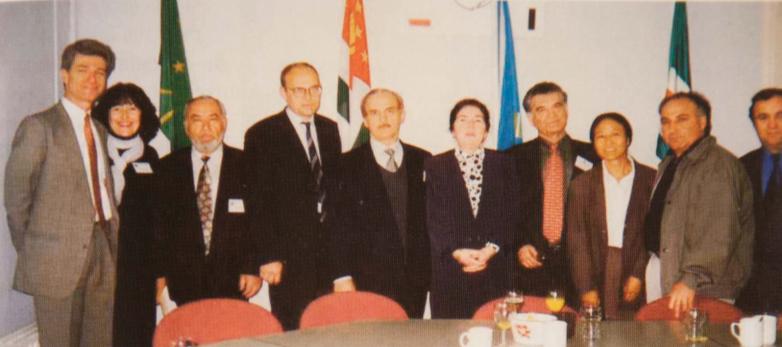 На фото: третий слева президент Международной Черкесской ассоциации (МЧА) Борис Акбашев, в центре член Исполкома МАААН от Германии Эртаз Руки (Эшба), третий справа Тарас Шамба, Голландия,1997 год