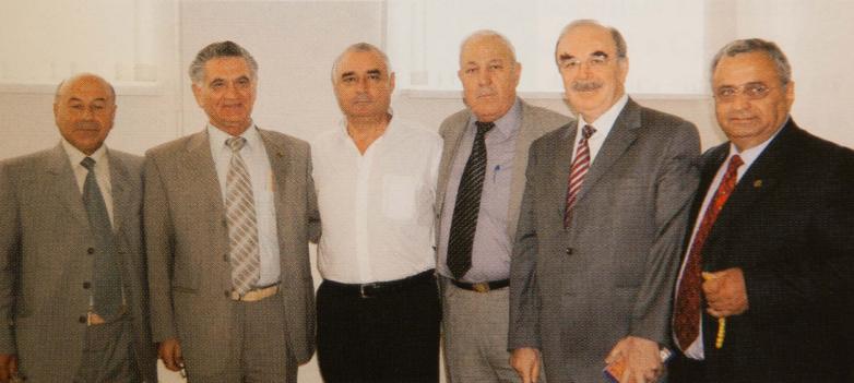 После заседания Исполкома Международной Черкесской ассоциации (МЧА). На фото: второй слева Тарас Шамба, далее президент МЧА Заурби Нахушев, депутат Сирийского парламента, председатель «Адыга хасэ» в Дамаске Шараф Абаза (Маршан), крайний справа Геннадий Аламиа, Нальчик, 2006 год