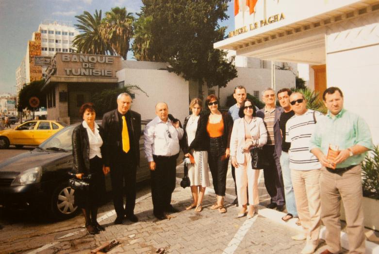 Абхазская делегация в Тунисе: первая слева Екатерина Бебиа, далее Беслан Кобахия и Денис Чачхалия, первый справа Беслан Бутба, четвертый справа Тарас Шамба
