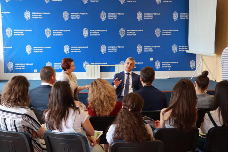 Председатель Высшего совета ВААК, президент АНО «Алашара» Мусса Экзеков встретился в Черкесске с молодыми абхазскими журналистами
