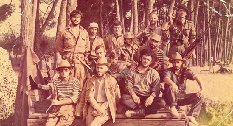 Халдун Лейба (первый справа) с добровольцами