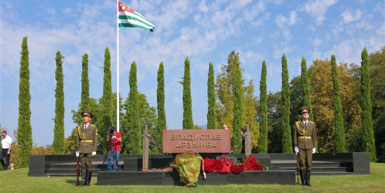 Могила первого президента Республики Абхазия в его родном селе Эшера. Имя Владислава Ардзинба навсегда вписано в историю Абхазии