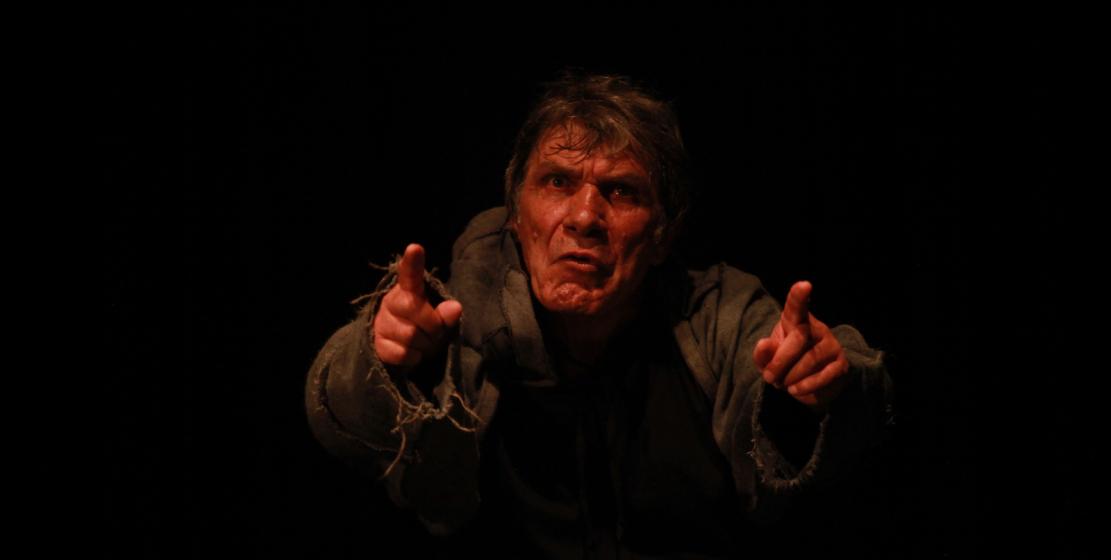 Gösterinin oyuncuları izleyicilere duygu seli yaşattı. Fotoğrafta: Dük rolünde Abhazya Devleti Onursal Sanatçısı Teymuraz Çamagua'yı görüyoruz